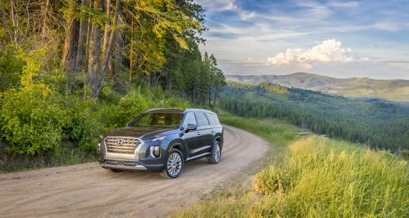 2020 Hyundai Palisade Awarded Cars.COM SUV Challenge Winner